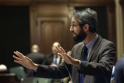 Illinois Rep. Will Guzzardi, D-Chicago, argues legislation while on the House floor during veto session at the Illinois State Capitol Thursday, Dec. 1, 2016, in Springfield, Ill.