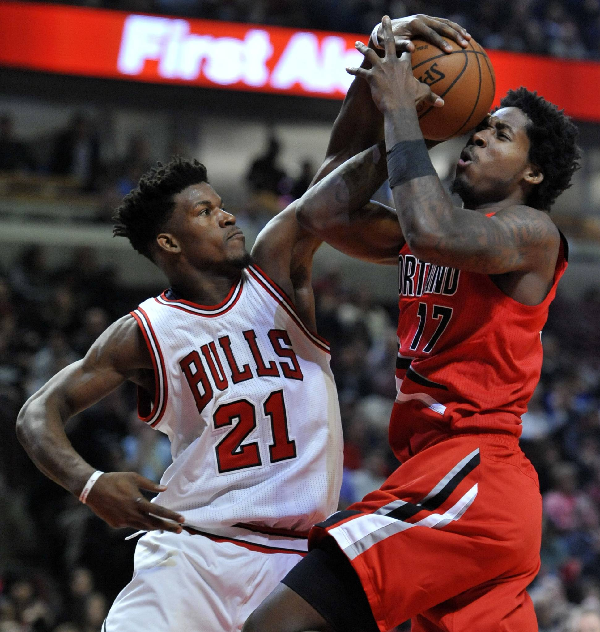 Portland Trail Blazers' Ed Davis (17) goes up for a shot against Chicago Bulls' Jimmy Butler (21) during the first half of an NBA basketball game, Monday, Dec. 5 2016, in Chicago.