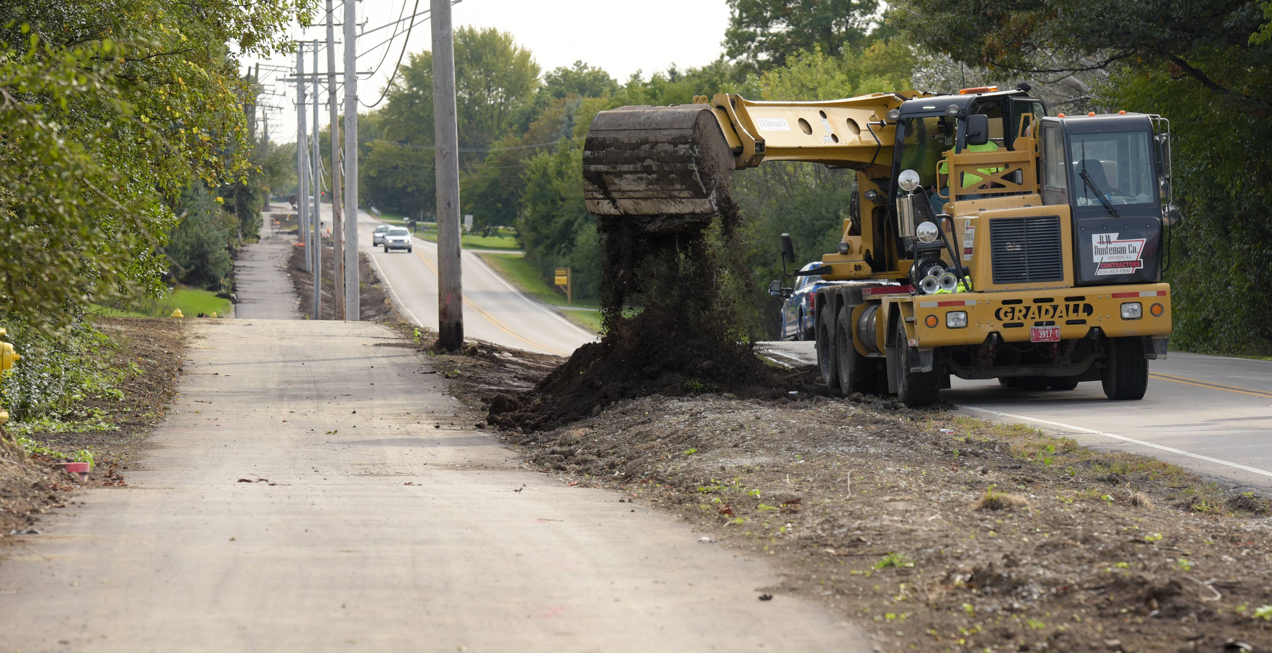 Carol Stream is putting the finishing touches along a new path along Fair Oaks Road.