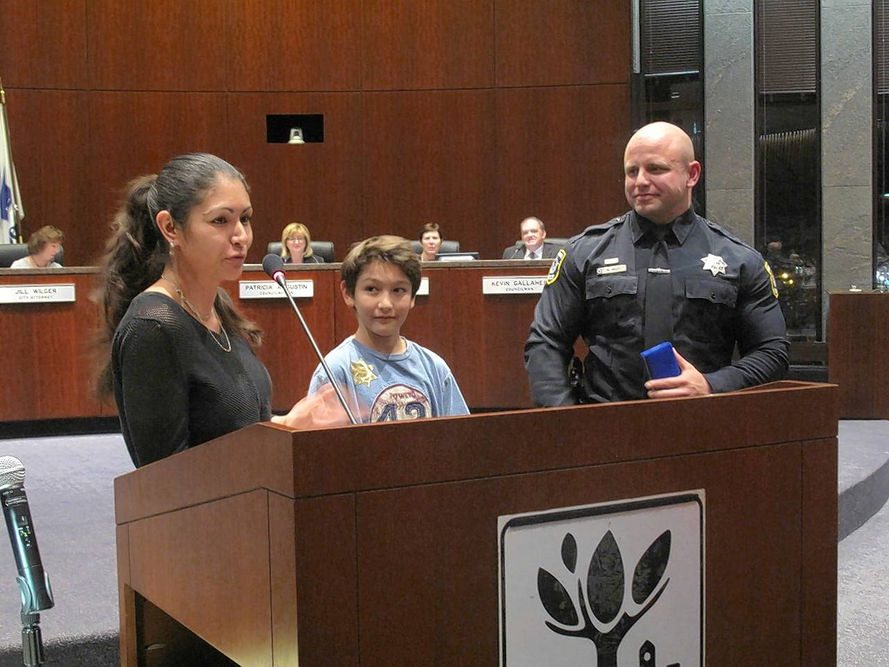 Naperville officer praised for lifesaving hustle
