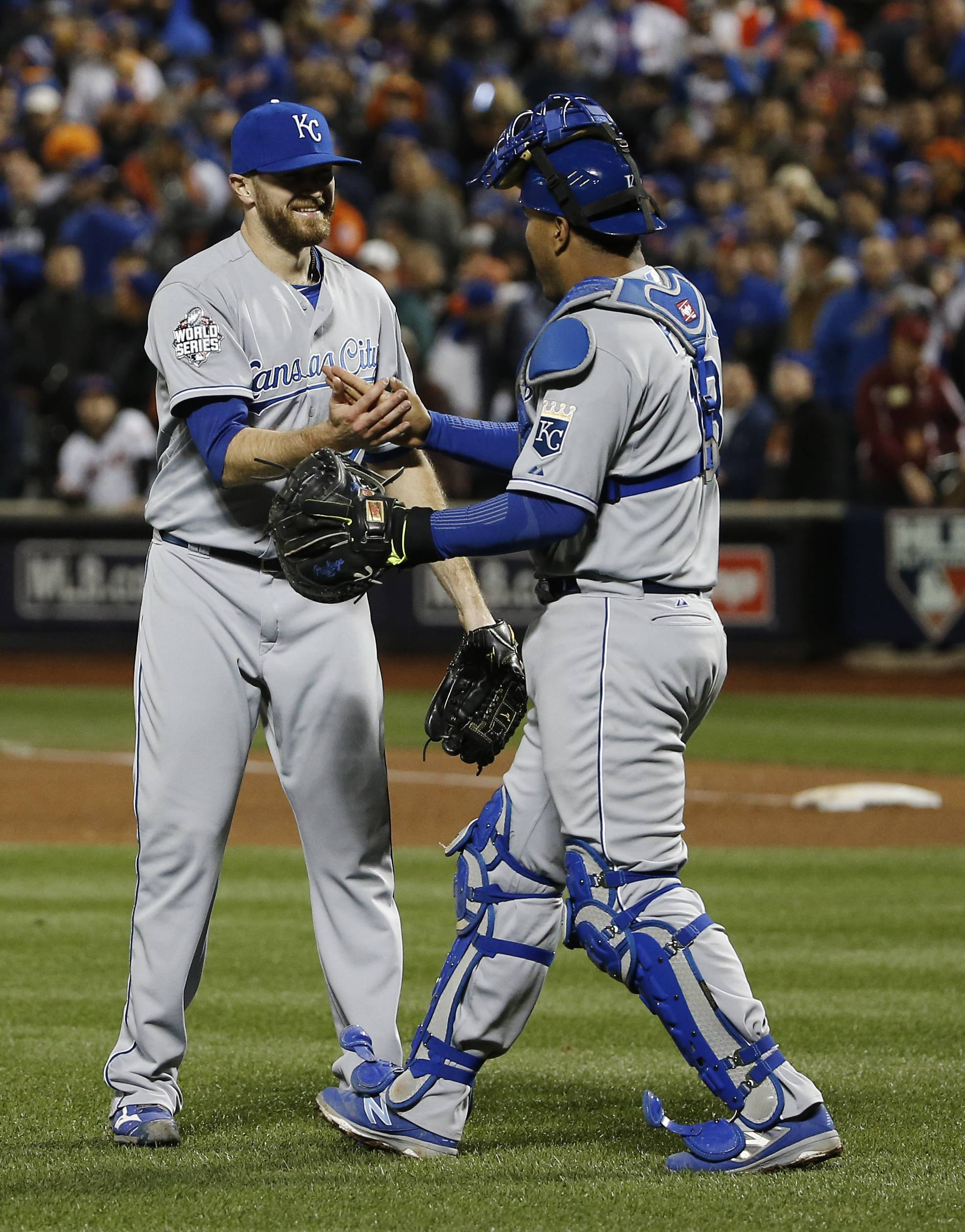 Reliever Wade Davis, left, won a World Series ring with the Kansas City Royals, and has a chance to get another as the new closer for the Chicago Cubs.