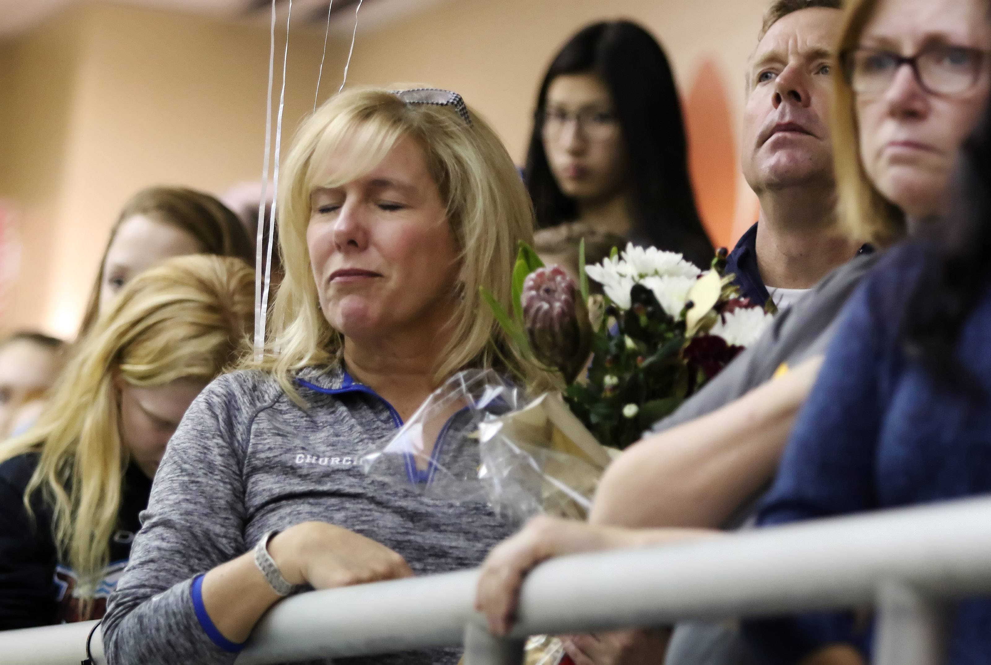 Libertyville, Warren swimmers honor teammate who died