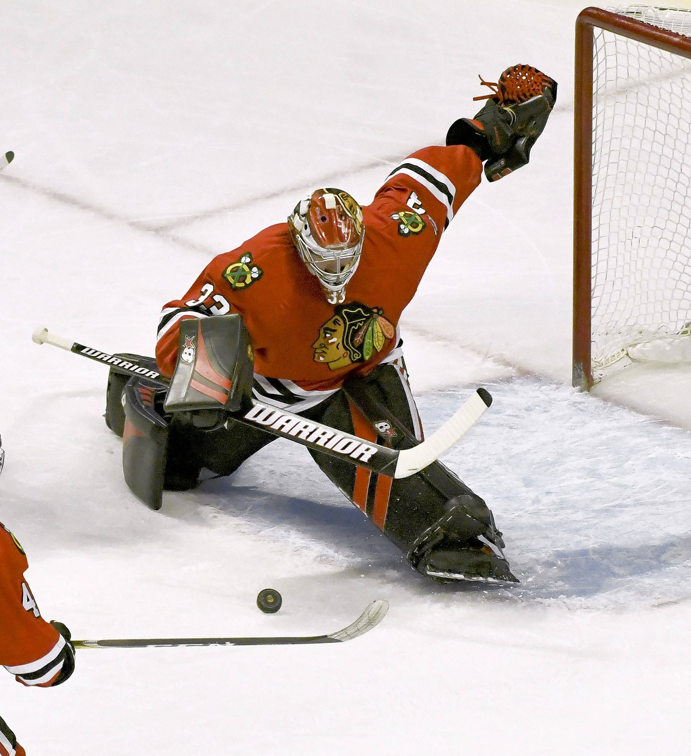 Chicago Blackhawks goalie Scott Darling is gaining confidence during his extended time spent in net while Corey Crawford is out, proving that he has what it takes to be an everyday goalie.
