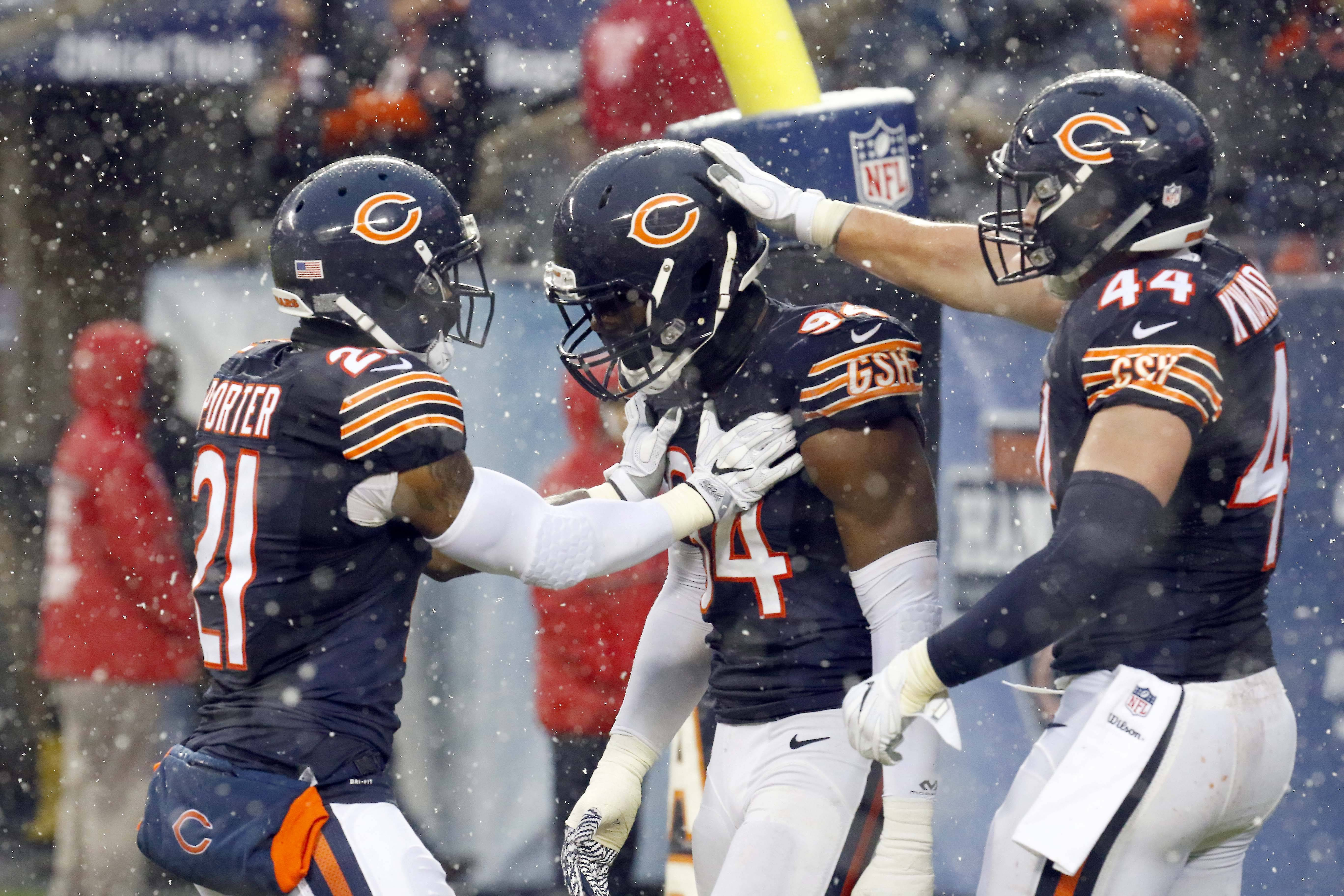 Brian Hill/bhill@dailyherald.com Chicago Bears outside linebacker Leonard Floyd (94) is congratulated by his teammates cornerback Tracy Porter (21) and inside linebacker Nick Kwiatkoski (44) after sacking San Francisco 49ers quarterback Blaine Gabbert (2) for a safety Sunday at Soldier Field in Chicago.