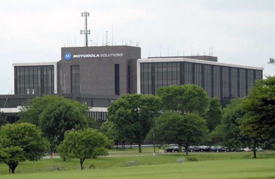 Motorola Solutions has reached a redevelopment agreement with Schaumburg for the $80 million renovation of two buildings it's keeping on its former global headquarters at Algonquin and Meacham roads.