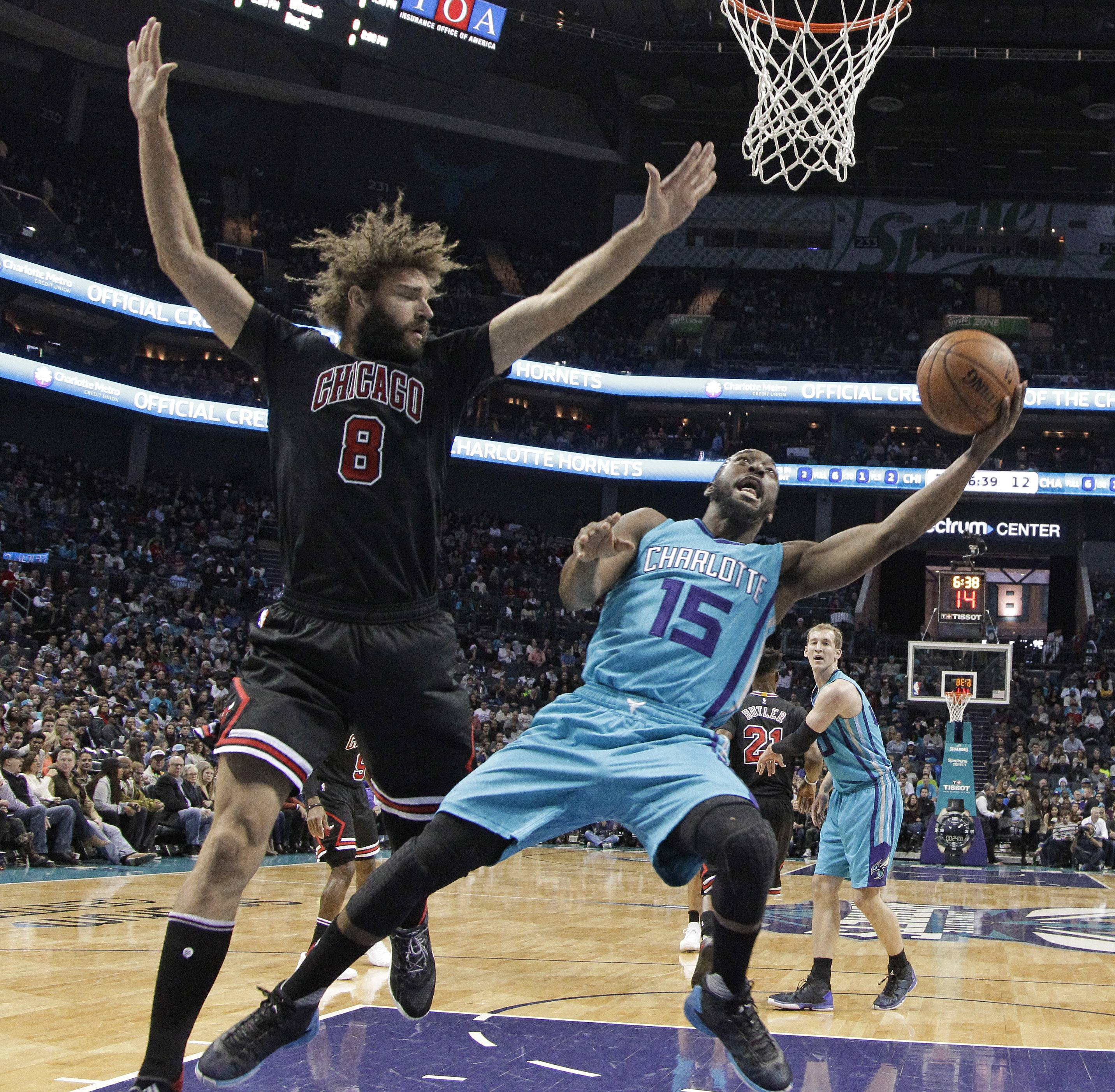 Kaminsky helps push Hornets past frustrated Bulls