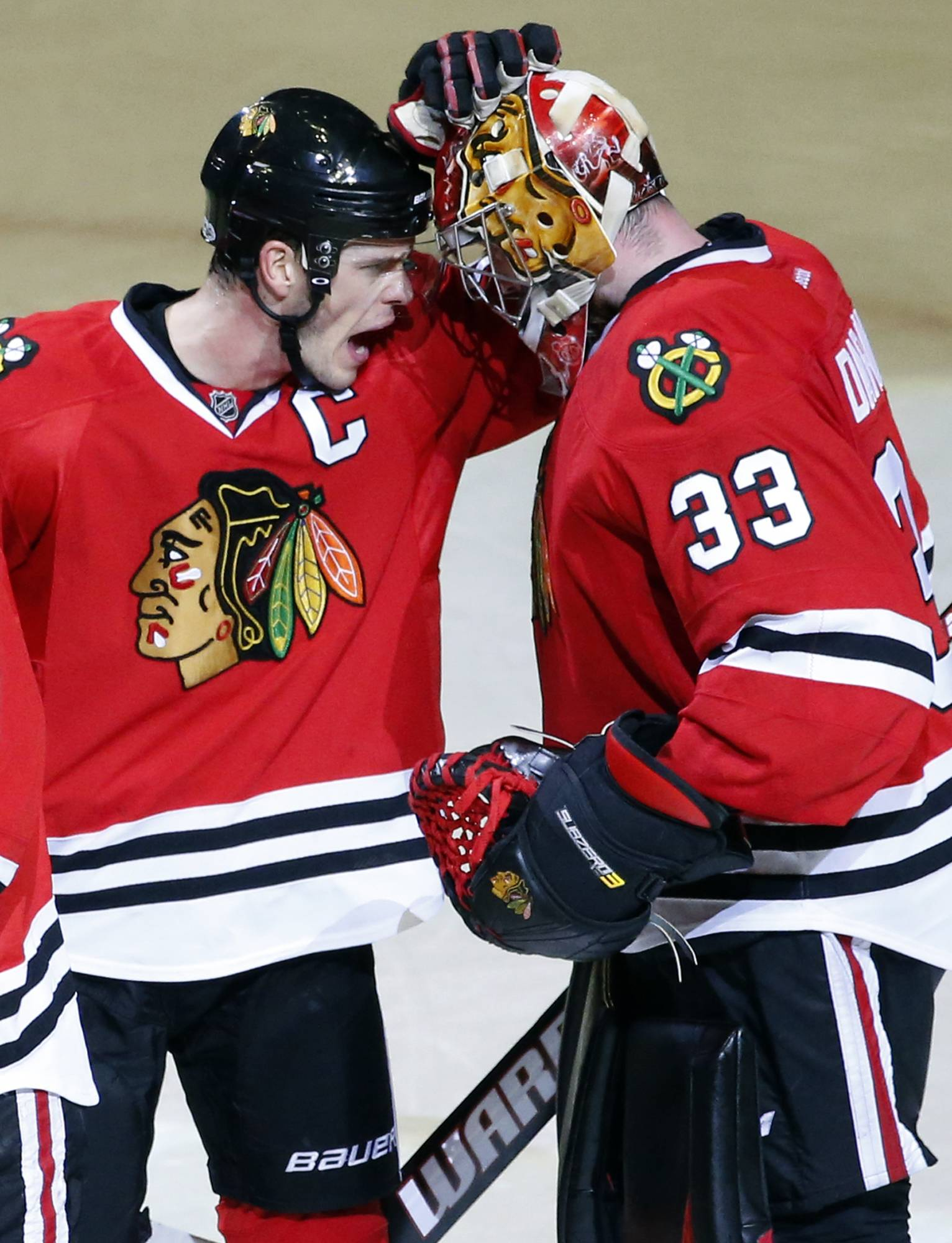 Toews, Darling stand tall in Blackhawks' 2-1 win over Canes