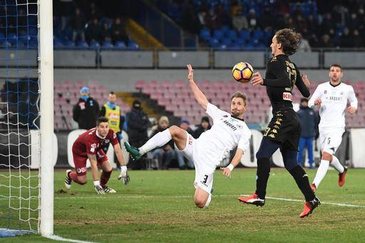 Napoli's forward Manolo Gabbiadini, right, scores during an Italy Cup round of 16 soccer match between Napoli and Spezia, at San Paolo stadium in Naples, southern Italy, Tuesday, Jan. 10, 2017. (Ciro Fusco/ANSA via AP)