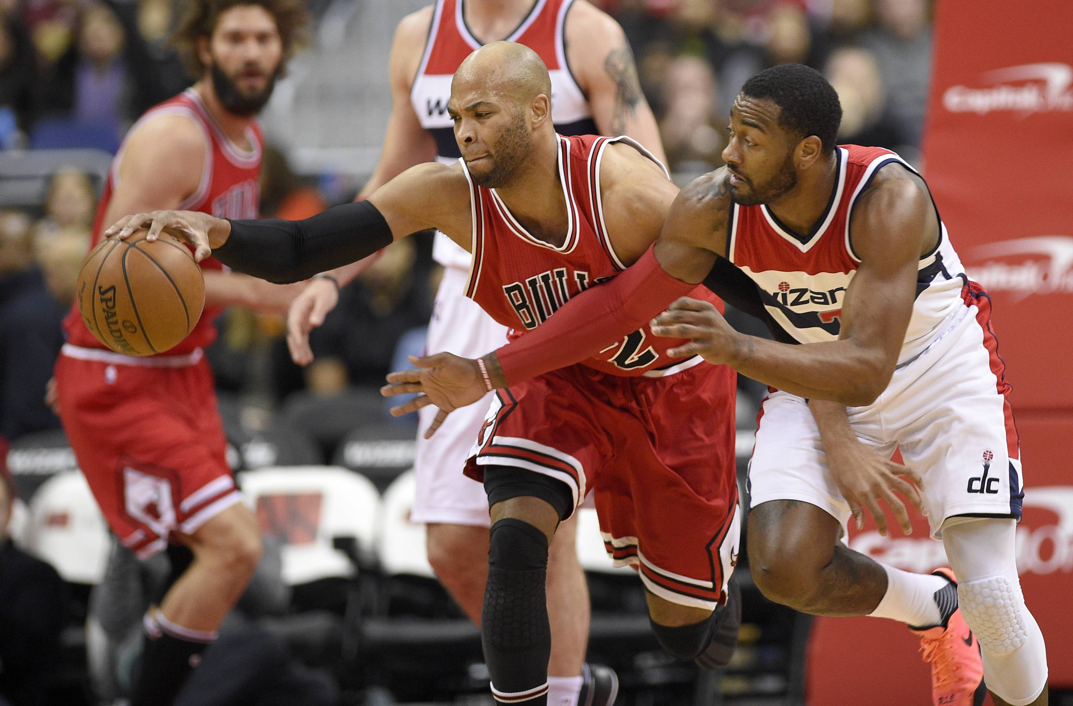 Washington Wizards guard John Wall, right, battles for the ball against Chicago Bulls forward Taj Gibson, left, during the first half of an NBA basketball game, Tuesday, Jan. 10, 2017, in Washington. (AP Photo/Nick Wass)