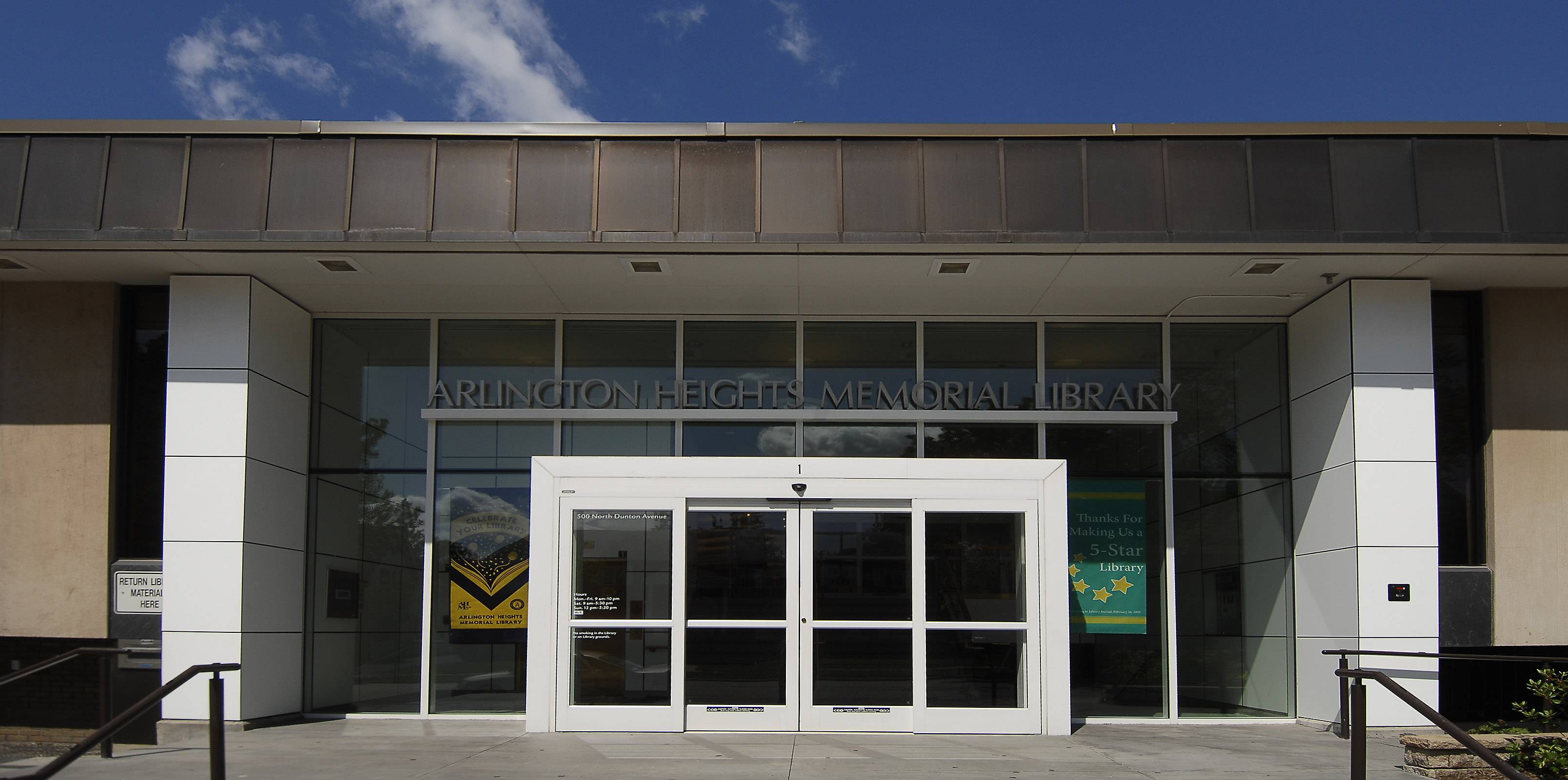 The Arlington Heights Memorial Library will maintain only one location for now, the library board decided Tuesday night, shelving the possibility of opening a branch on the north side of town.