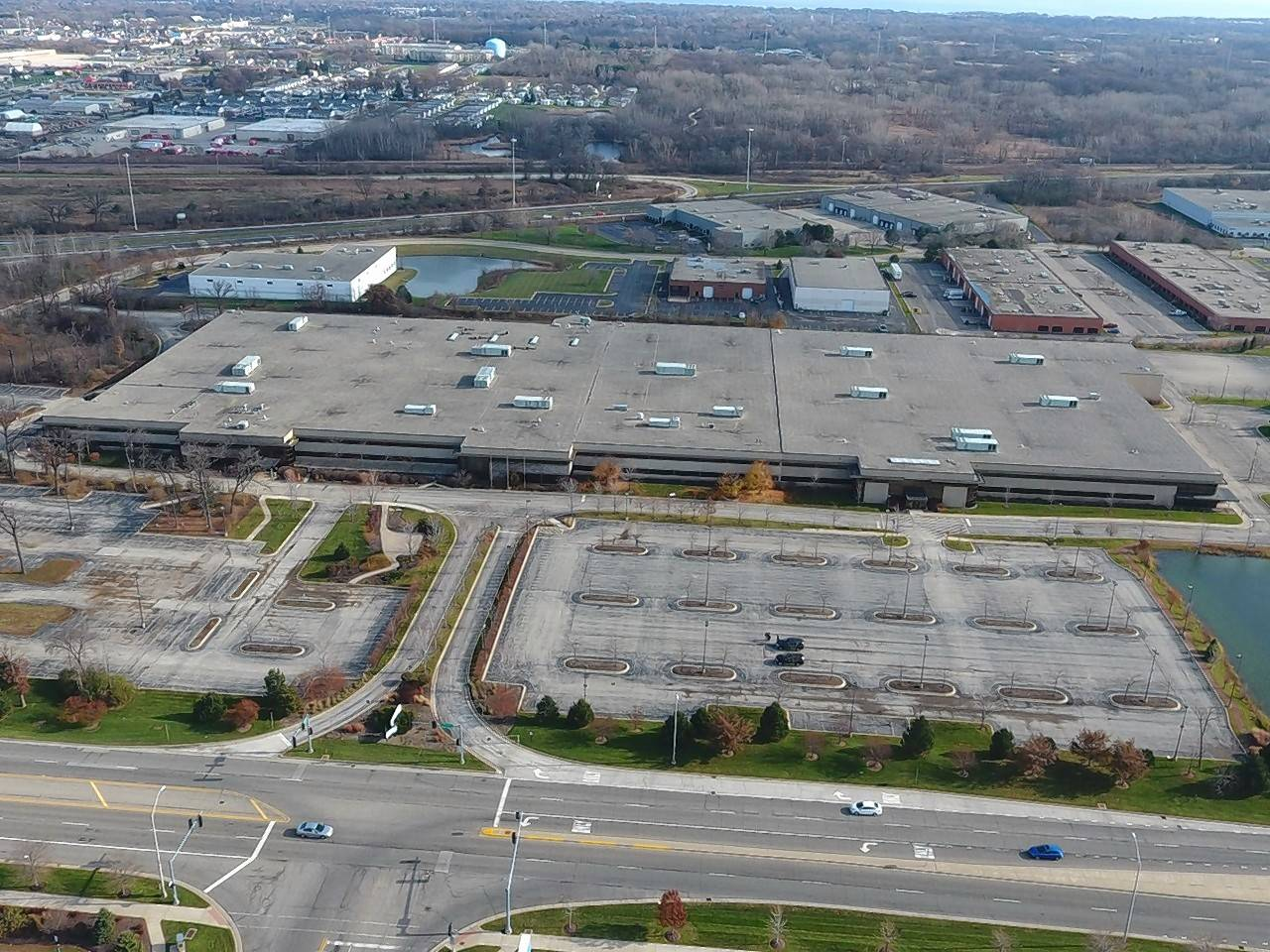 Venture One Real Estate, through its acquisition fund, VK Industrial IV LP, a partnership between Venture One and Kovitz Investment Group, closed on a 363,027 square foot industrial building on 37.43 acres located at 800 S. Northpoint Road in Waukegan.