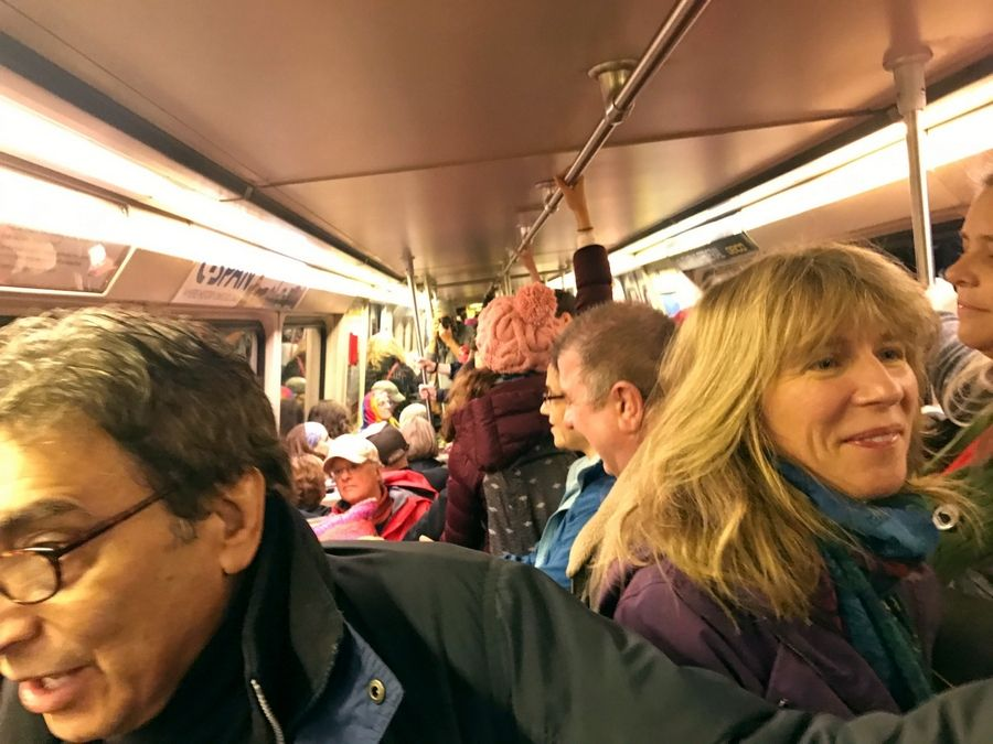 A Metro transit system Red Line train toward downtown Washington on Saturday morning. MUST CREDIT: Washington Post photo by Alejandra Matos