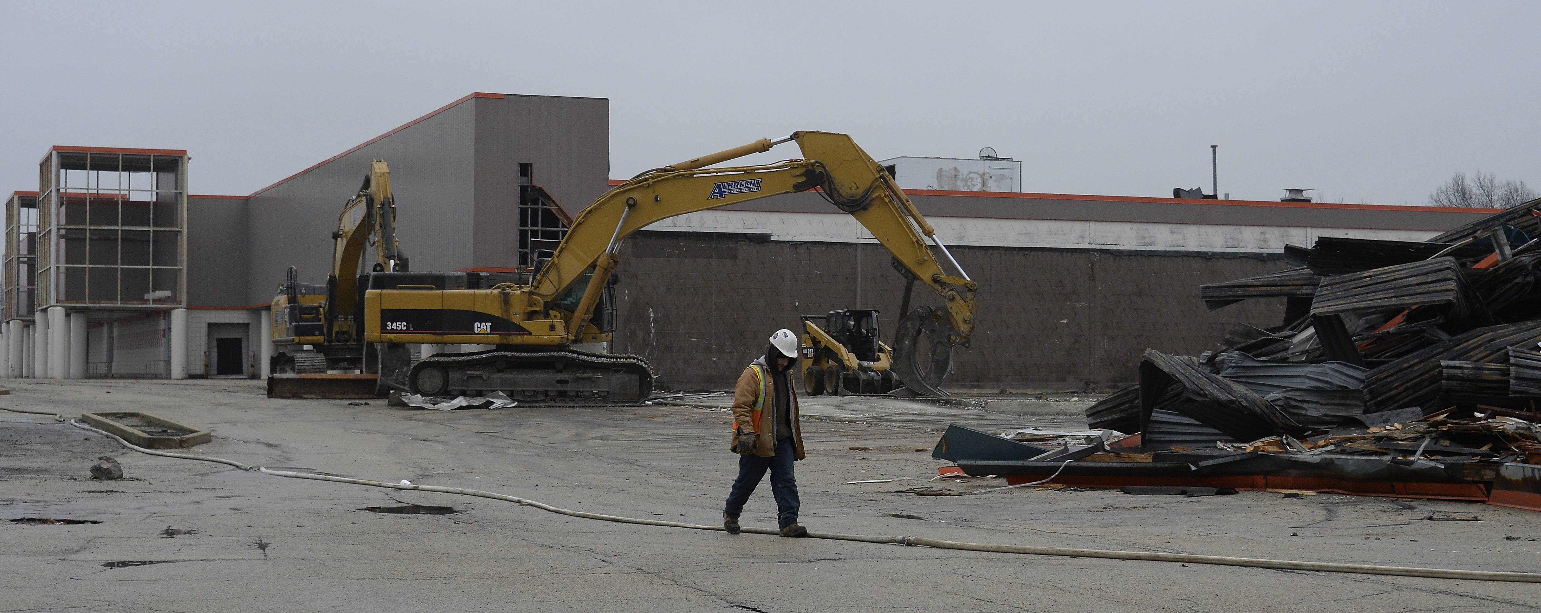 Demolition of the long vacant Dominick's in Rolling Meadows has begun