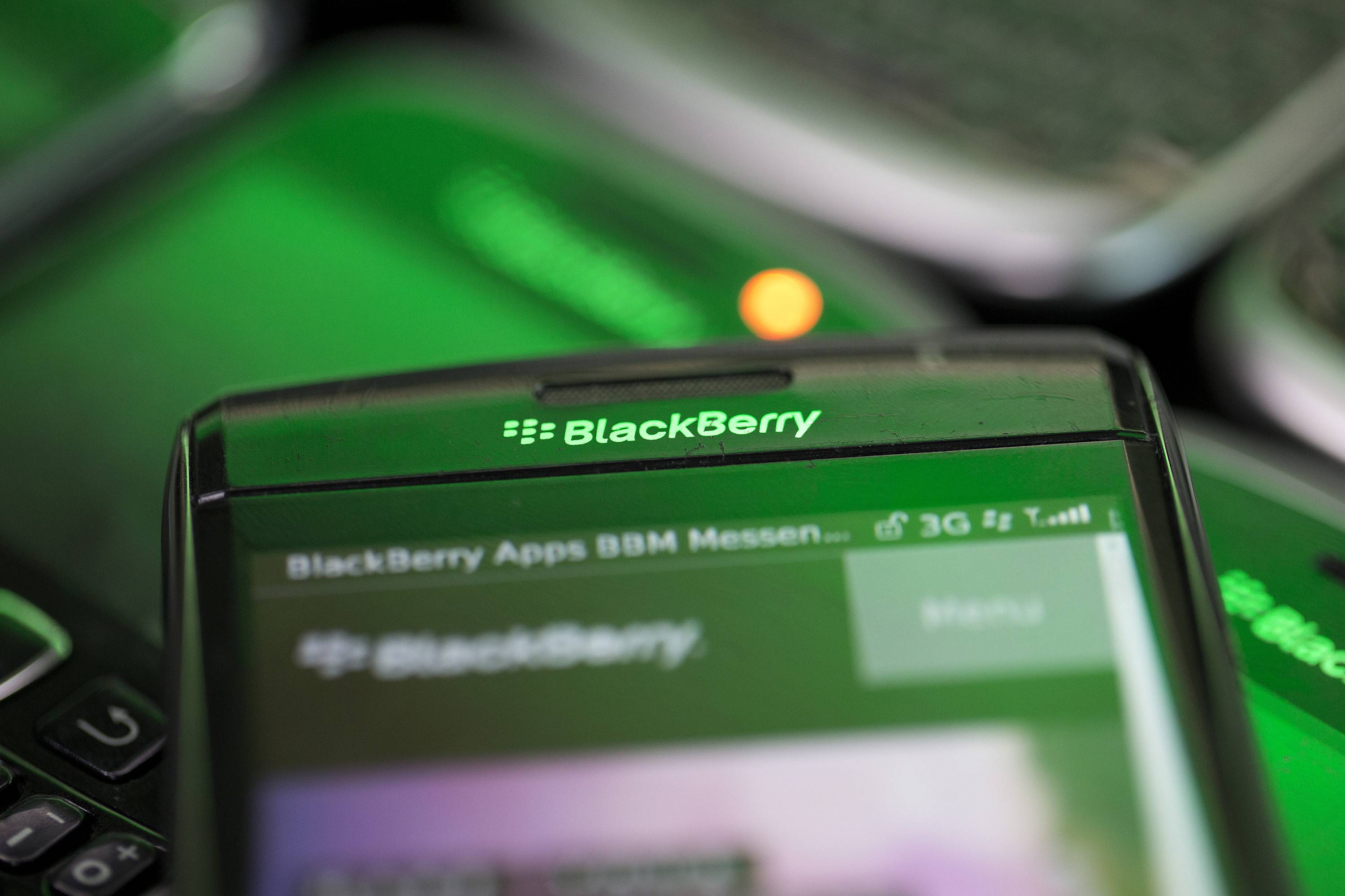 What's behind the return of BlackBerry and Nokia phones?