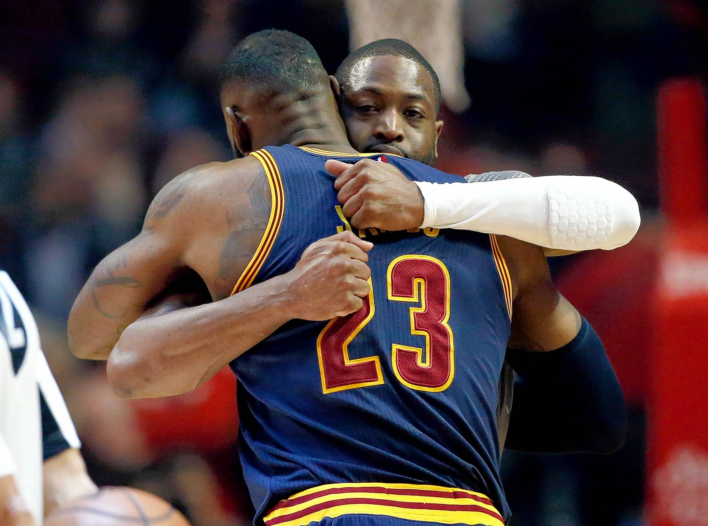 Bulls' Wade jumps into LeBron's feud with Barkley