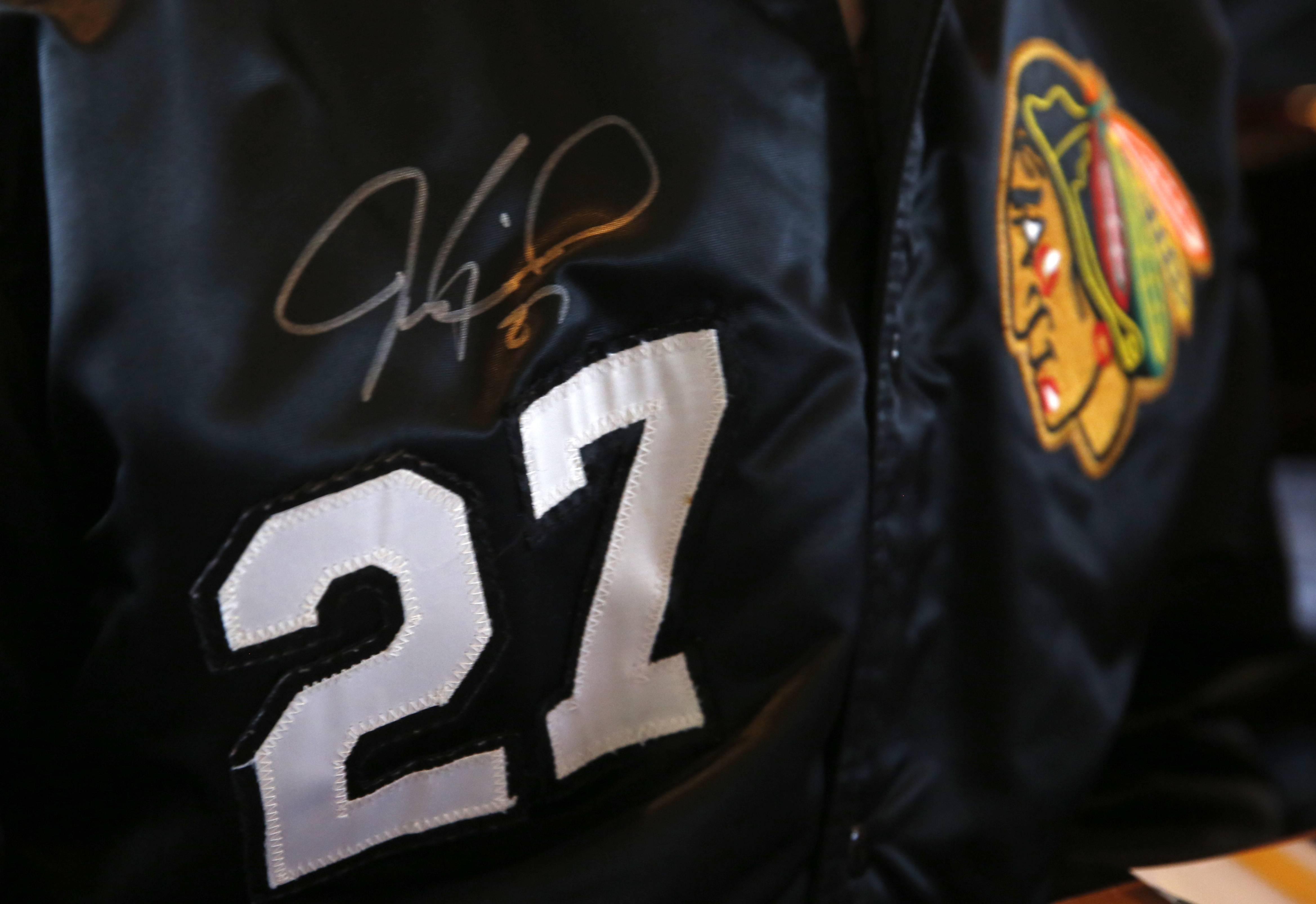Dean Vigna of Coal City now has an autographed Jeremy Roenick jersey after meeting the former Blackhawks player at Aurelio's Pizza in Naperville.
