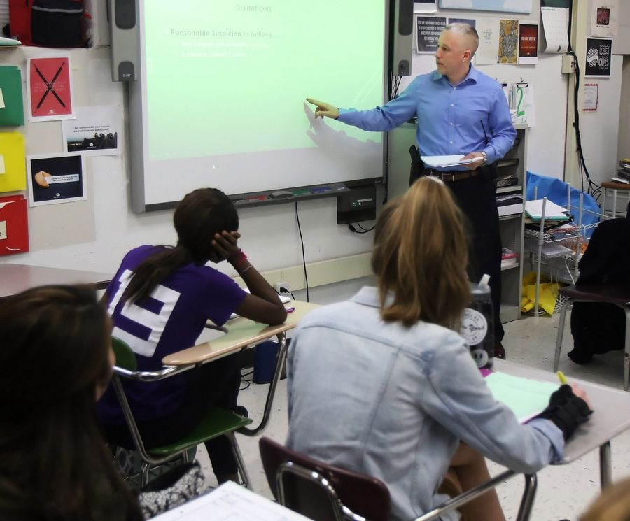 Mundelein police Investigator Tom Poynor discusses the Fourth and Fifth amendments during a criminal law class this week at Mundelein High School.