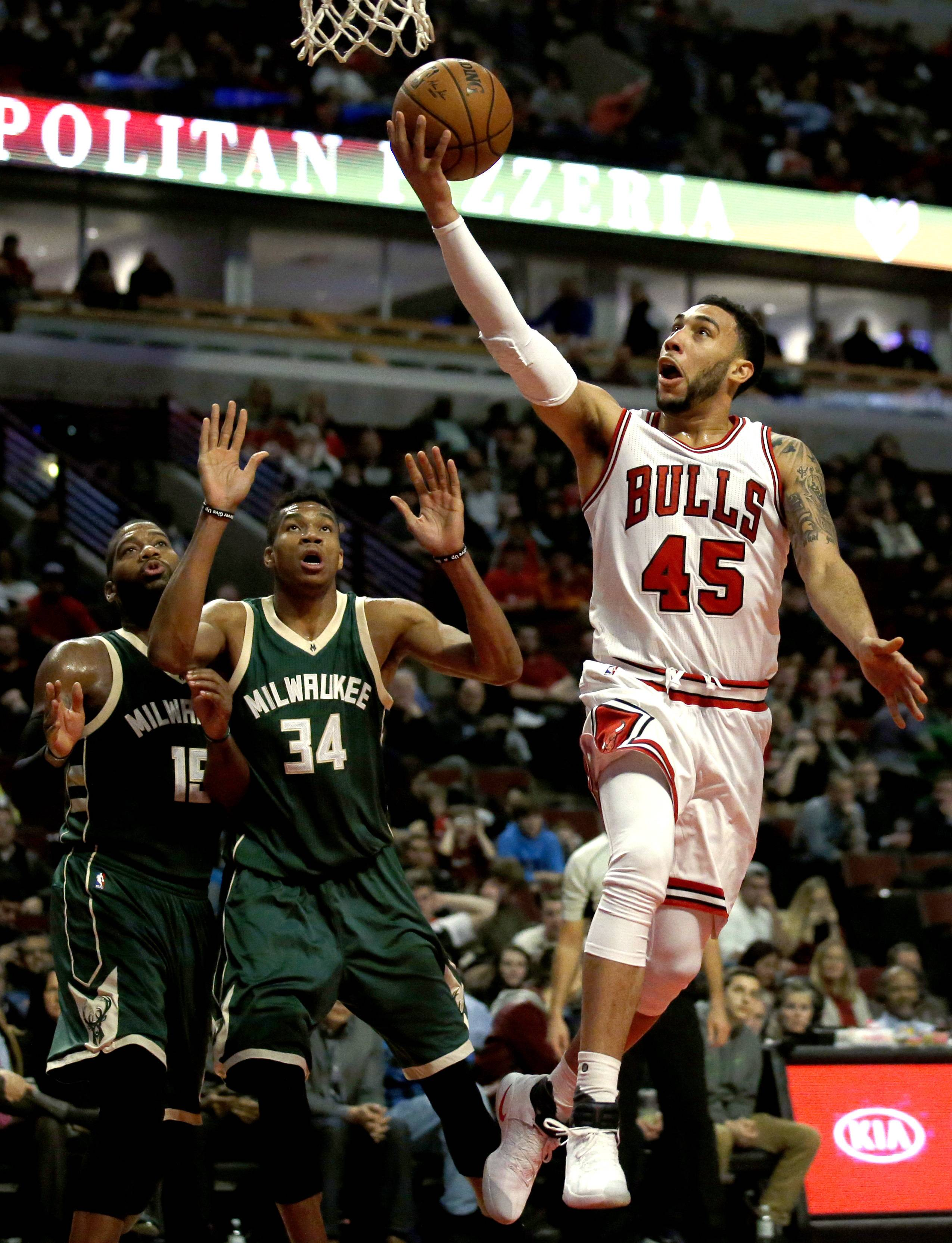 Chicago Bulls Guard Denzel Valentine, Right, Drives To The Basket As  Milwaukee Bucks Center