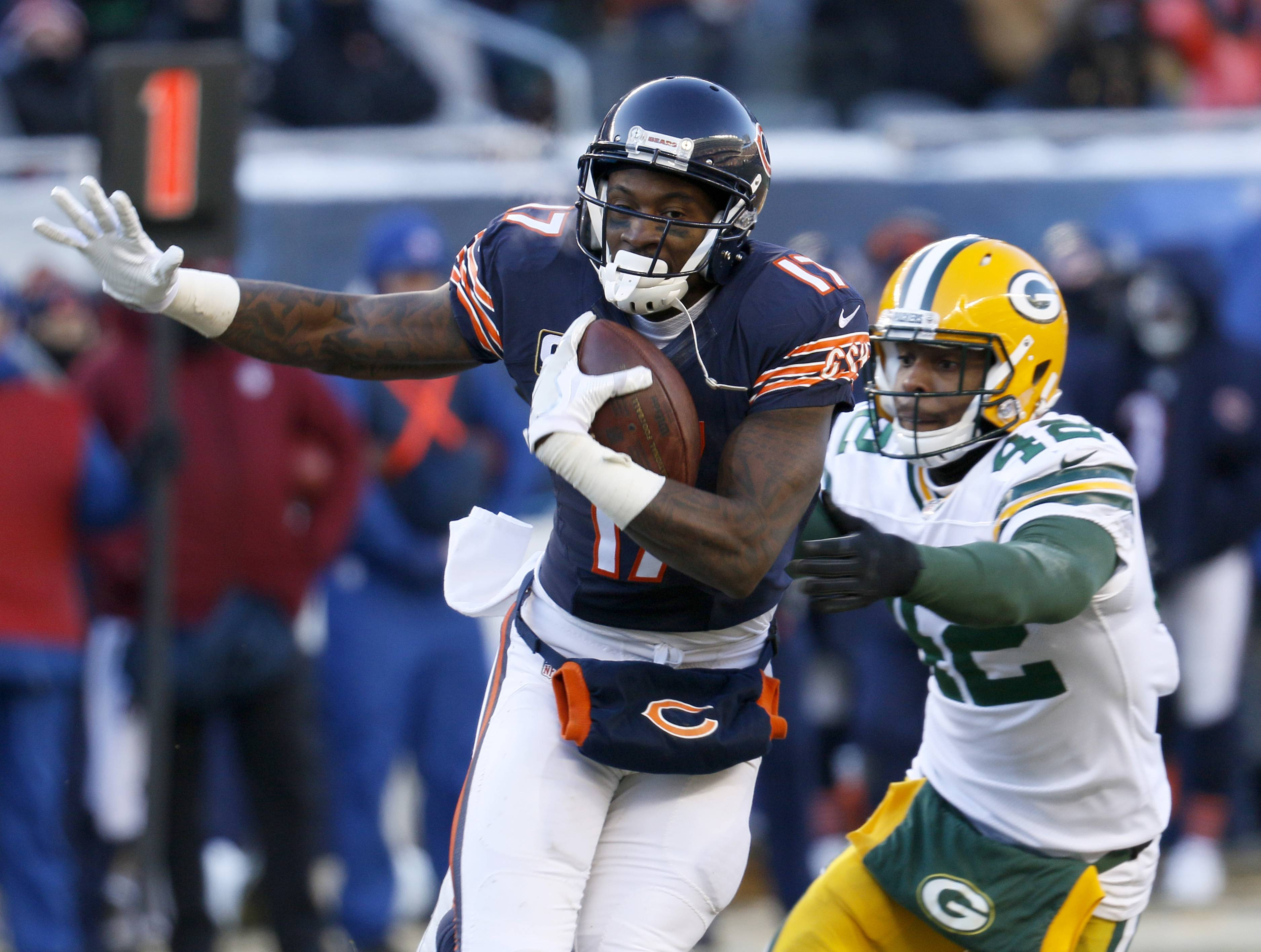 Chicago Bears wide receiver Alshon Jeffery is expected to become a free agent on March 9 and sign with another NFL team. Multiple reports say the Bears will not use a $17.5 million franchise tag to keep Jeffery.
