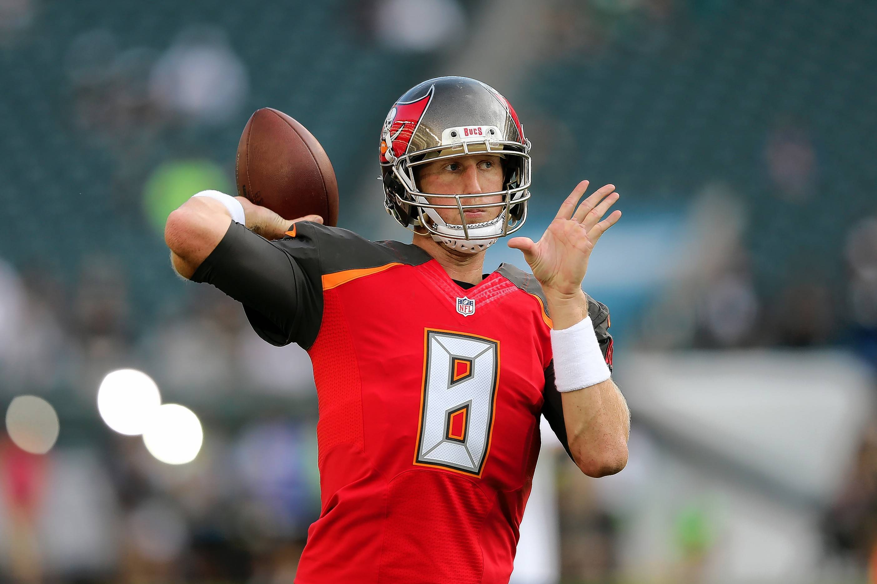 Former Tampa Bay Buccaneers quarterback Mike Glennon is expected to sign a three-year deal with the Chicago Bears.