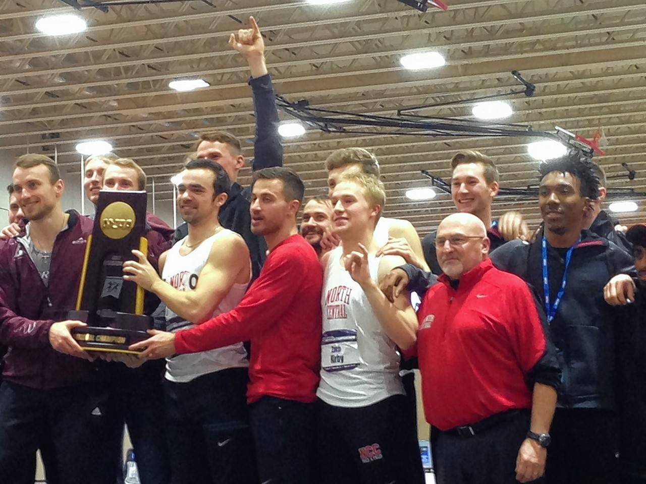 Scoring 34 points each, Wisconsin-La Crosse and North Central College tied for the title of the NCAA Division III Men's Indoor Track & Field Indoor Championships, the first championship tie in men's indoor history.