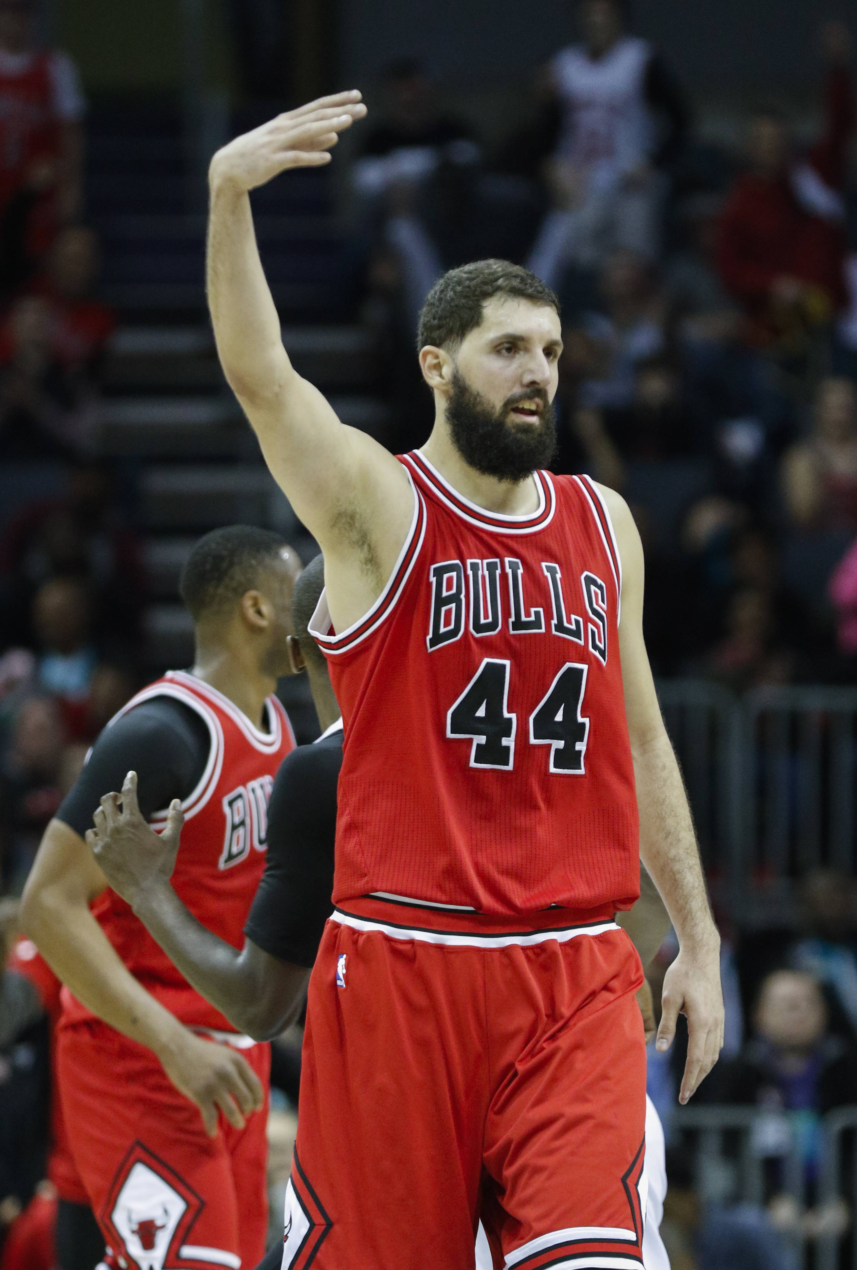 Rondo, Mirotic asked to help lead Bulls' playoff push