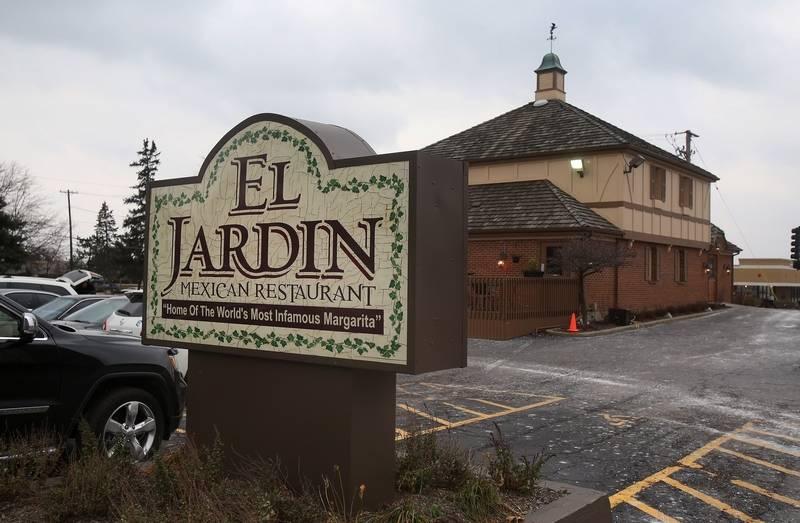 Lake zurich 39 s el jardin restaurant closing for Seafood bar zurich