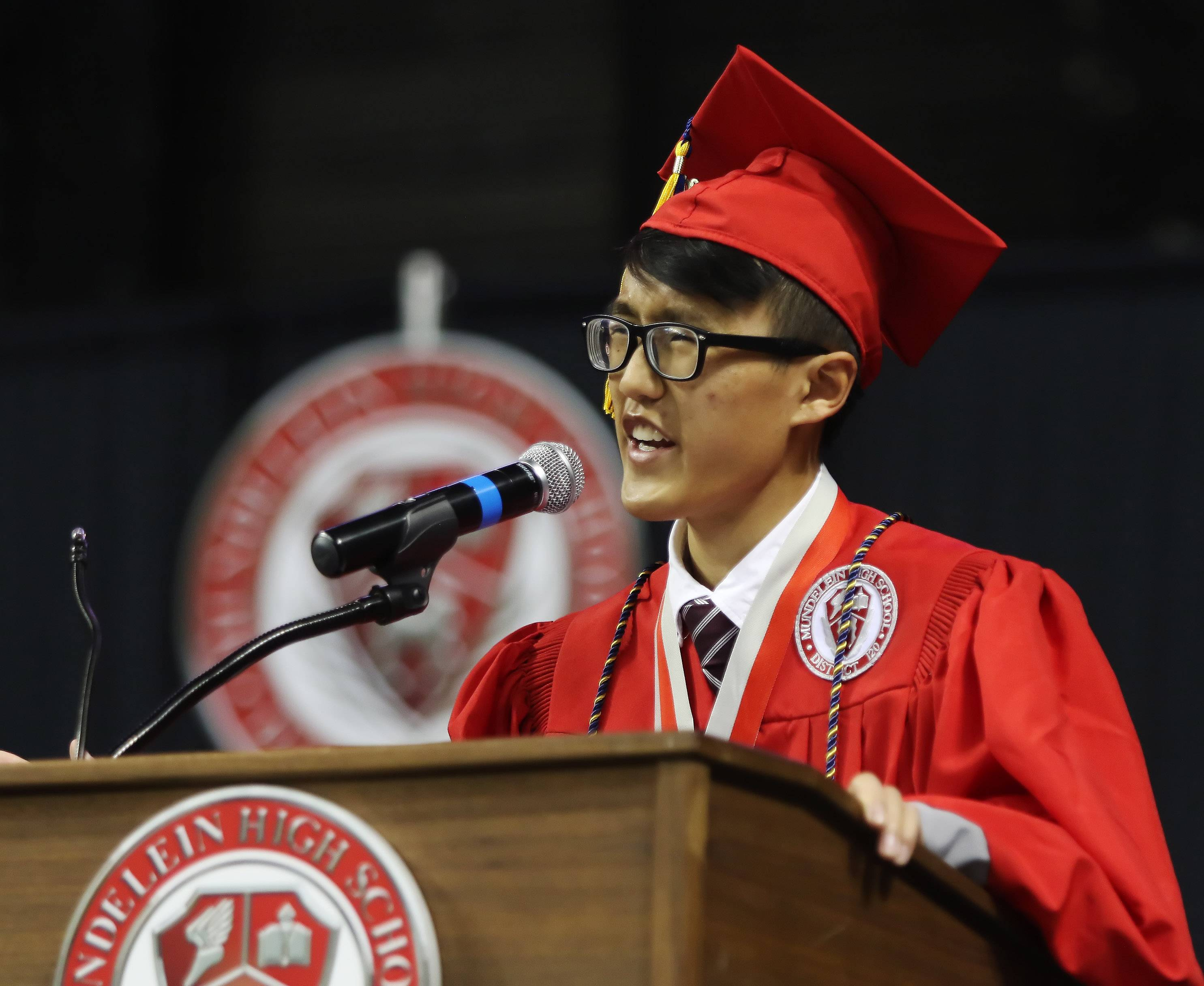 Mundelein High may eliminate class rank, valedictorians