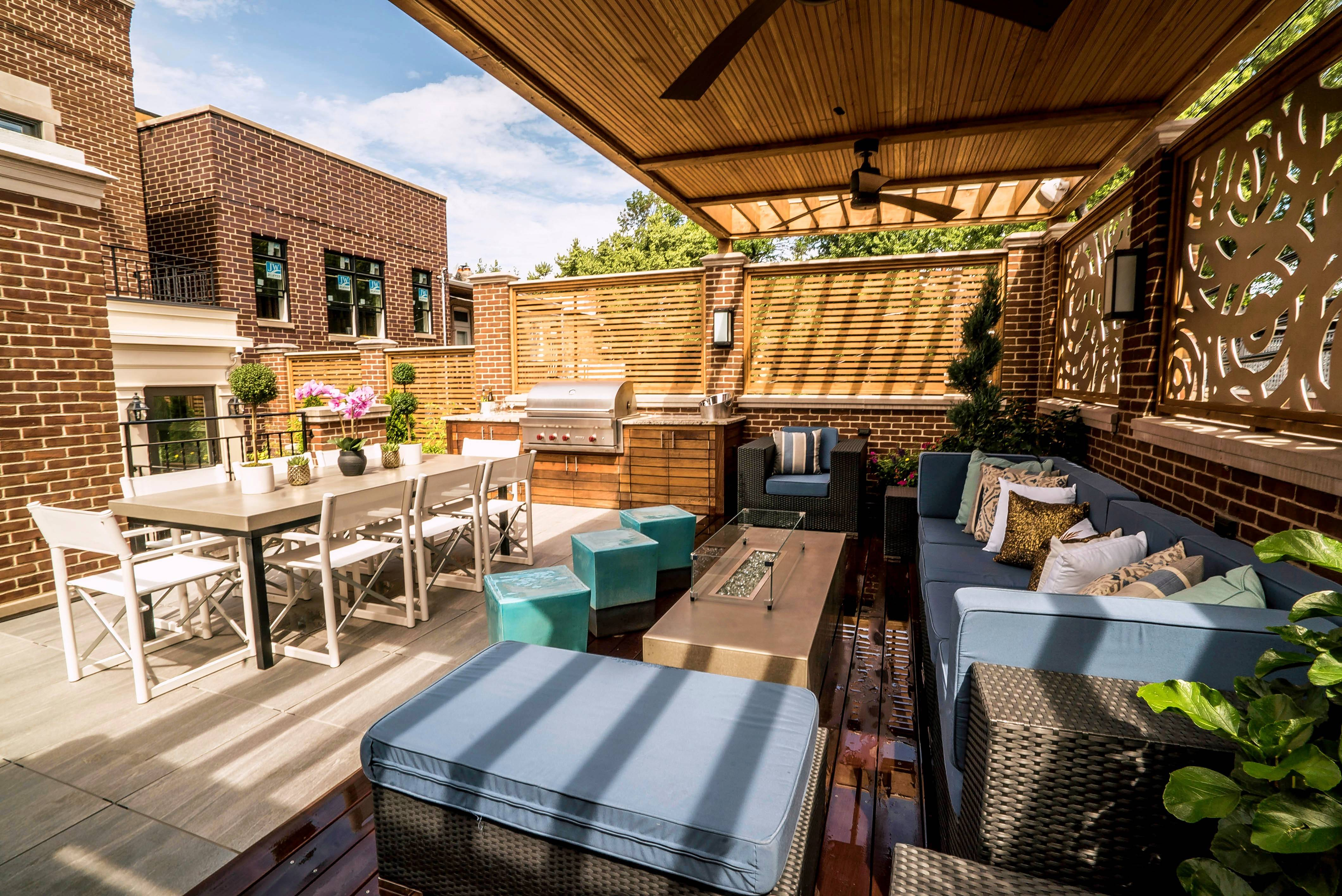 Urban dwellers are looking up for outdoor living inspiration. They're installing rooftop decks, such as this one in Chicago, complete with kitchens, lounges, gardens and entertaining spaces.