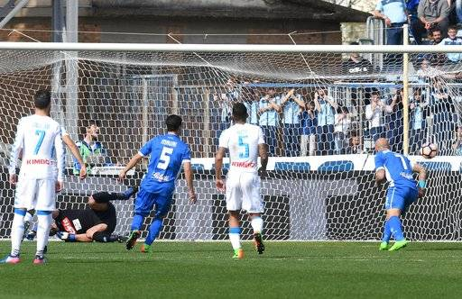 Empoli's forward Massimo Maccarone, right, scores on a penalty during a Serie A soccer match between Empoli and Napoli at the Carlo Castellani Stadium in Empoli, Italy, Sunday, March 19, 2017 (Claudio Giovannini/ANSA via AP)