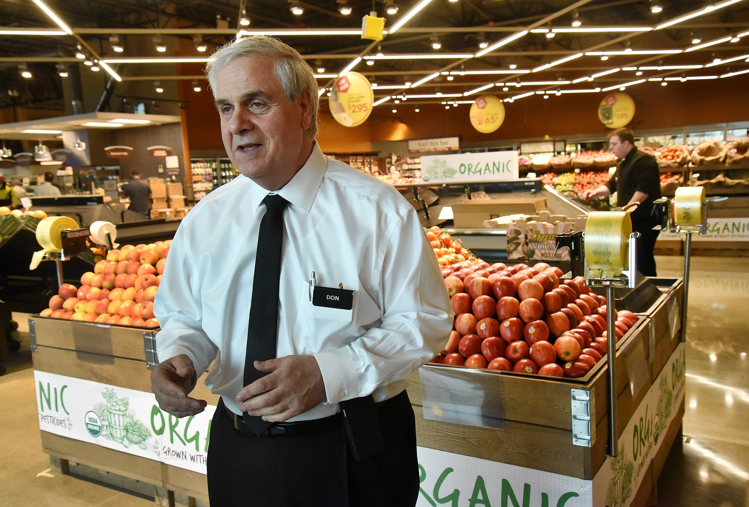 Mariano's President Don Rosanova talks about the opening of the new store in Des Plaines. Officials held a ceremonial ribbon-cutting Monday in preparation for Tuesday's public opening.