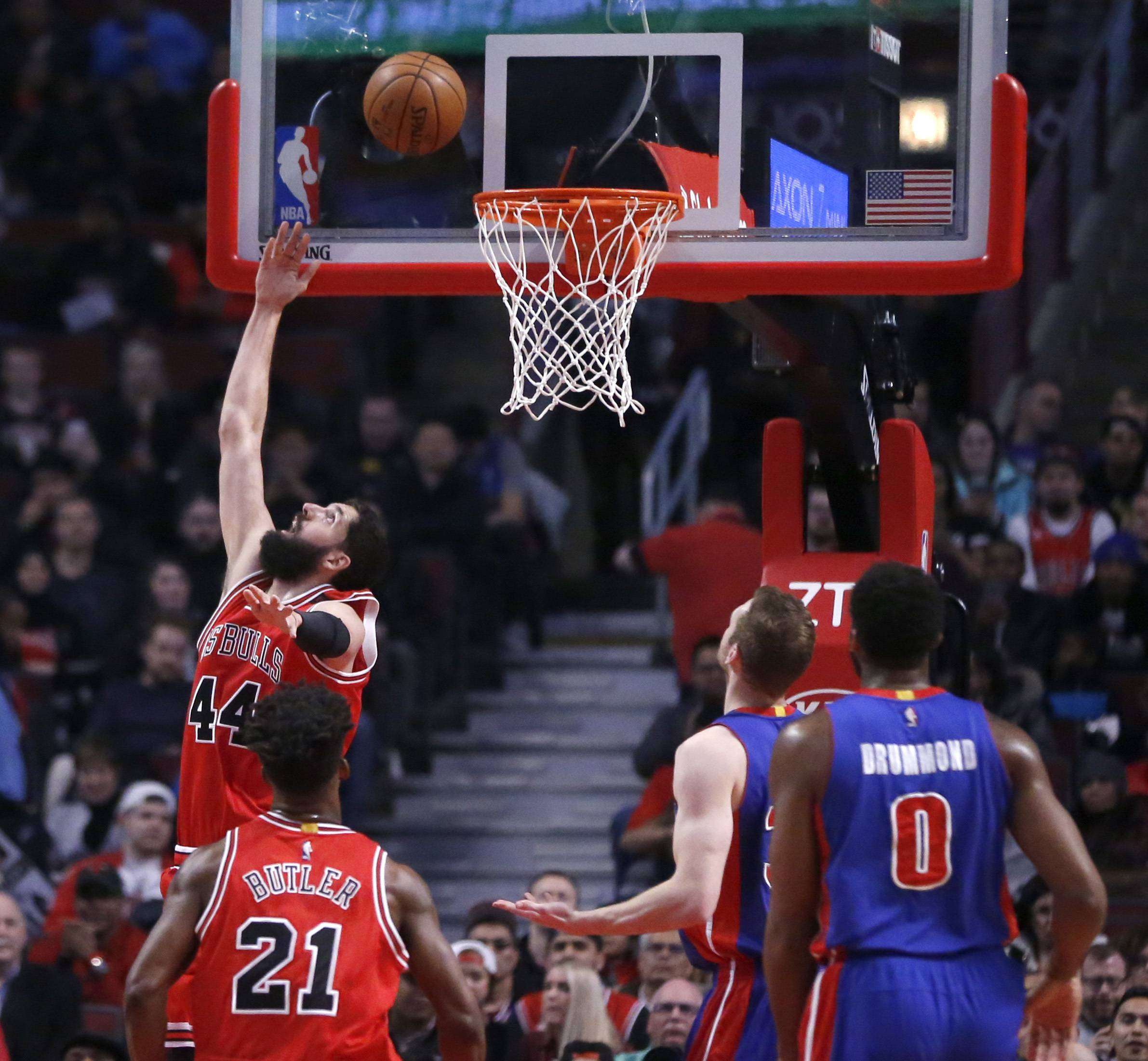 Mirotic scores season-high as Bulls roll past Pistons