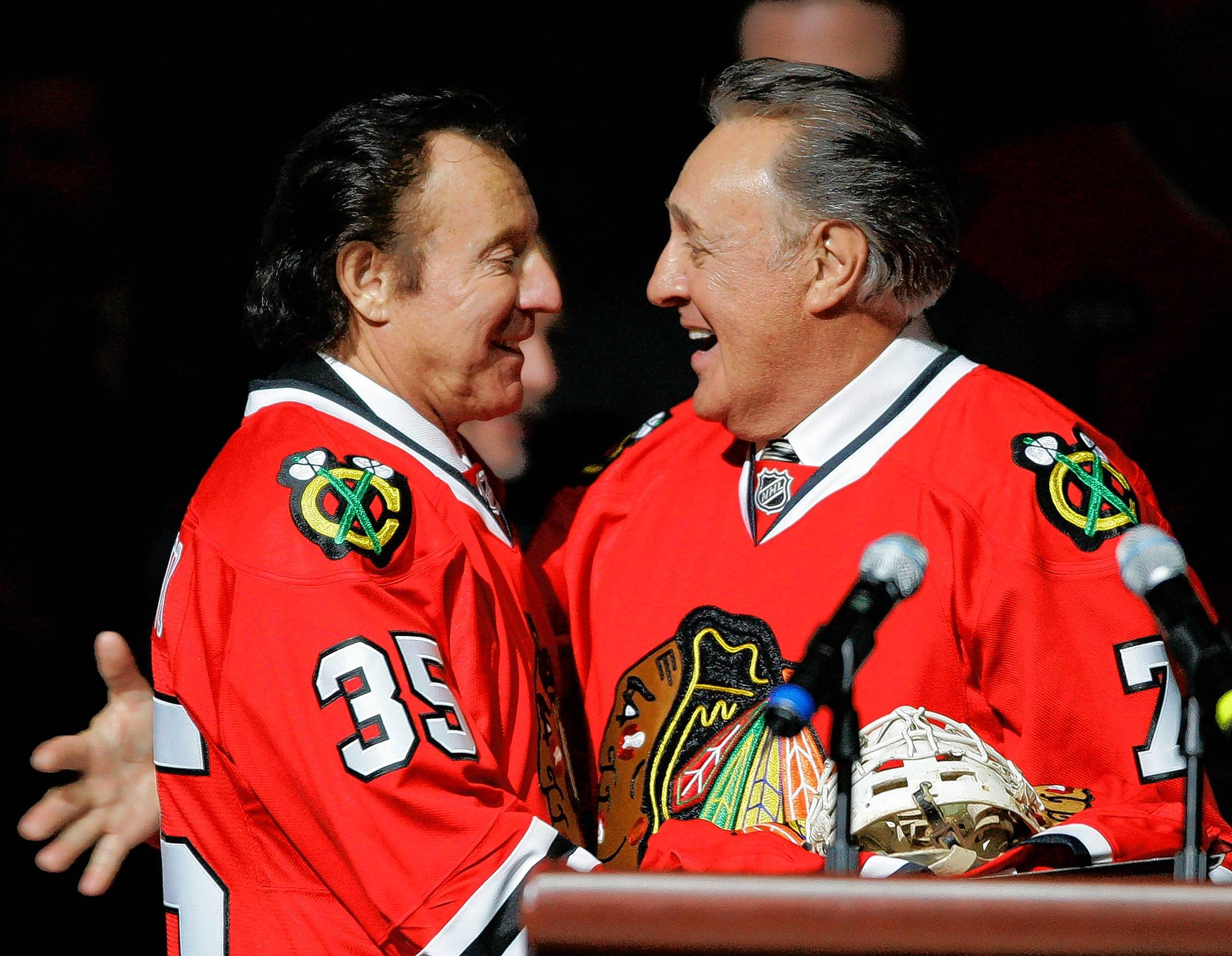 Blackhawks' One More Shift to honor Tony and Phil Esposito