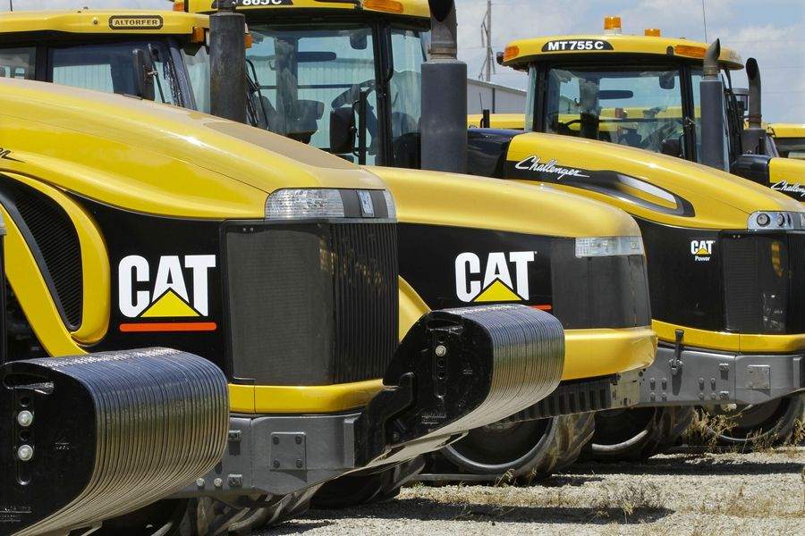 Caterpillar Inc. announced Friday that it plans to move ahead with plans to close its Aurora plant and lay off 800 workers.