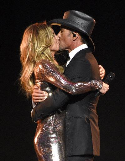 faith hill tim mcgraw weigh in on famous musical couples. Black Bedroom Furniture Sets. Home Design Ideas