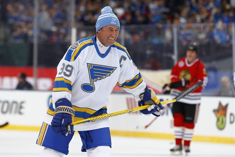 ormer St. Louis Blues' Wayne Gretzky smiles as he warms up during the winter