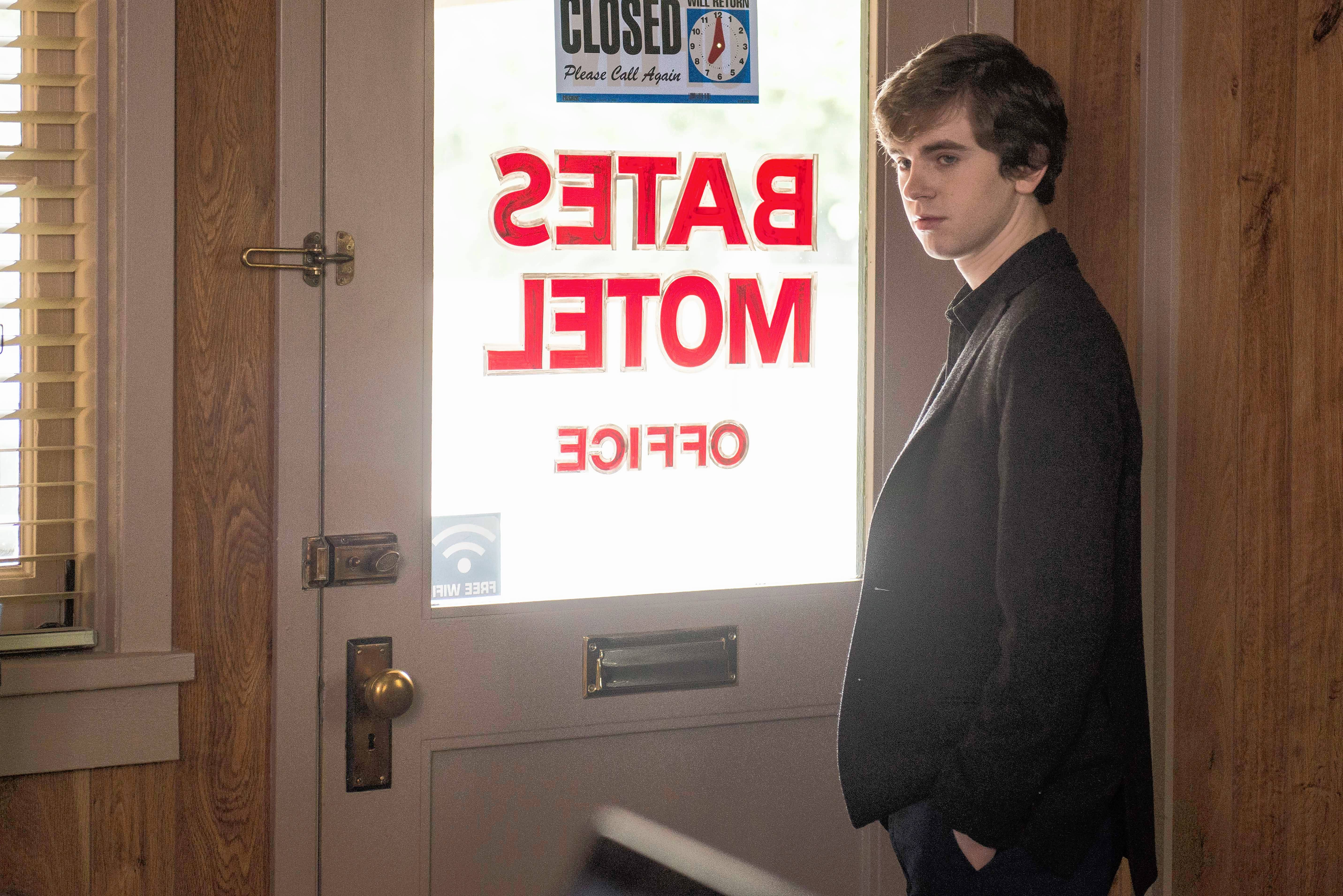 "Freddie Highmore does it all — he writes, directs and acts for ""Bates Motel,"" the A&E adaptation of ""Psycho"" that ends its fifth and final season at 9 p.m. Monday."