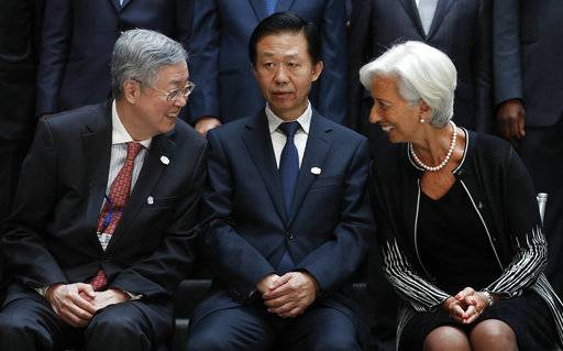 From left, German Federal Minister of Finance Wolfgang Schäuble, Zhou Xiaochuan, Governor of the People's Bank of China, Chinese Finance Minister Xiao Jie and International Monetary Fund Managing Director Christine Lagarde gather for the Family Photo during the G20 at the 2017 World Bank Group Spring Meetings in Washington, Friday, April 21, 2017. (AP Photo/Carolyn Kaster)