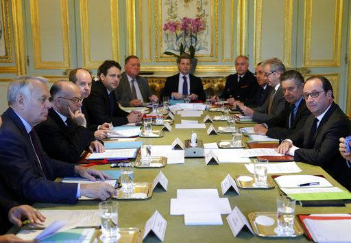 French President Francois Hollande,right, chairs a defense council with Foreign Minister Jean-Marc Ayrault, left, and Prime Minister Bernard Cazeneuve, second left, at the Elysee Palace in Paris, France, April 21, 2017. France began picking itself up Friday from another shooting claimed by the Islamic State group, with Hollande calling together the government's security council and his would-be successors in the presidential election campaign treading carefully before voting this weekend. (Philippe Wojazer, Pool photo via AP)