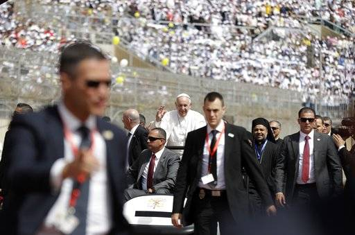 The Latest: Francis tells Egypt Catholics to be merciful
