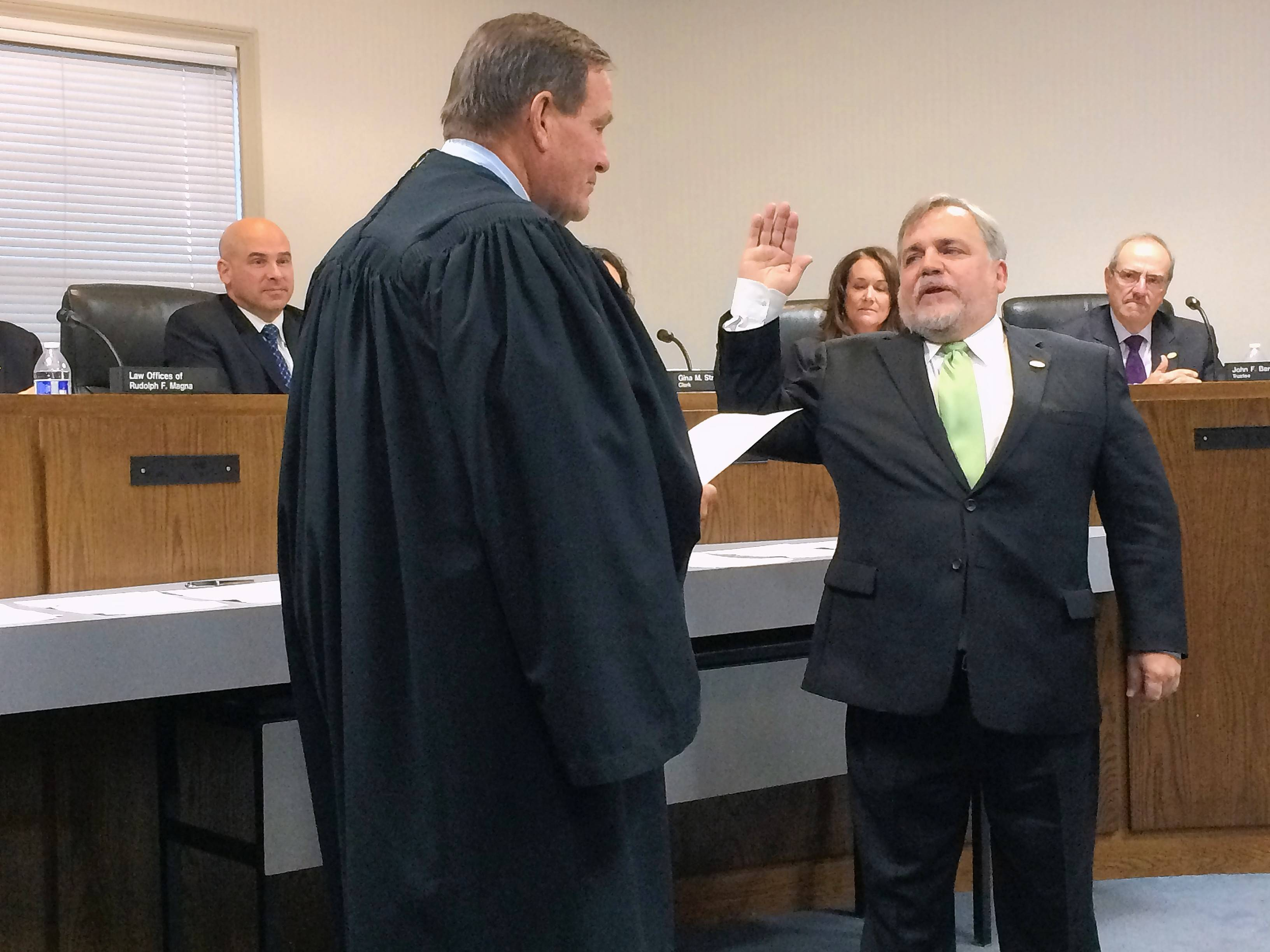 Knight sworn in as Wauconda's new mayor