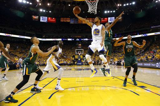 After A Week Off Curry Warriors Roll Past Jazz In Game