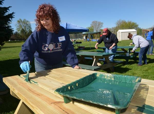 Church Volunteers Spruce Up Antioch Park - Spruce picnic table