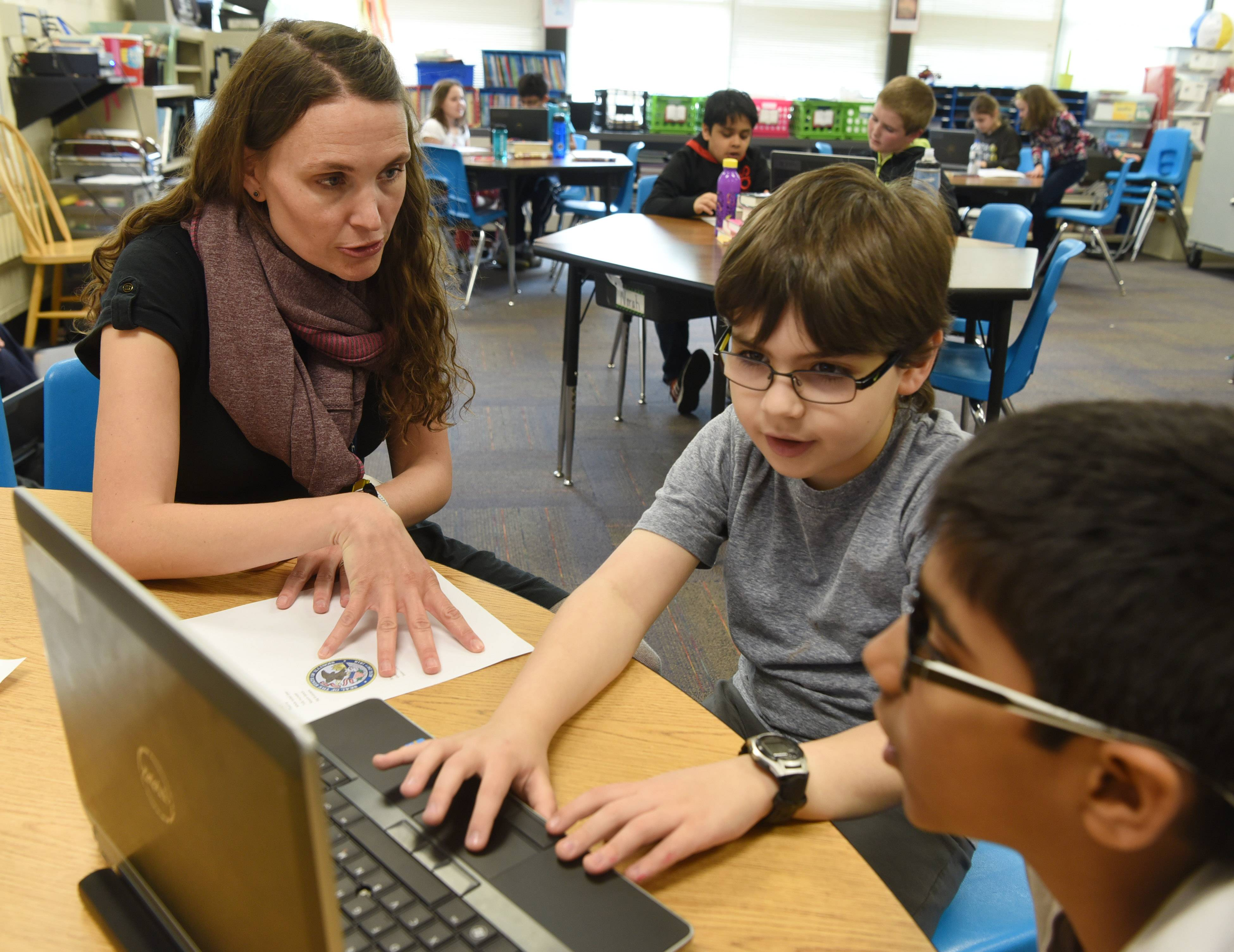 Students 'a daily gift' for Schaumburg teacher