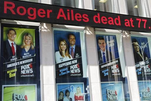 A news ticker on the News Corporation building announces the death of former Fox News Chairman and CEO Roger Ailes, Thursday, May 18, 2017, in New York.