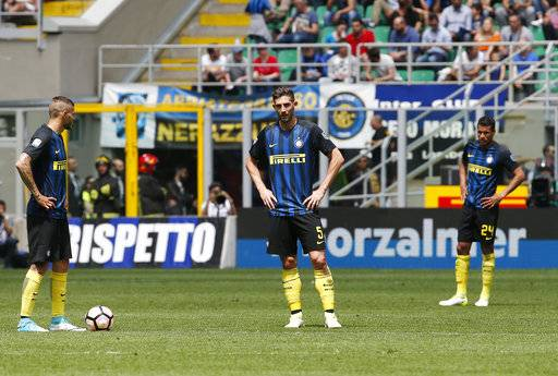 Inter Milan's Mauro Icardi, left, stands with his teammates Roberto Gagliardini, center, and Jeison Murillo after Sassuolo's Pietro Iemmello scored during the Serie A soccer match between Inter Milan and Sassuolo at the San Siro stadium in Milan, Italy, Sunday, May 14, 2017. (AP Photo/Antonio Calanni)