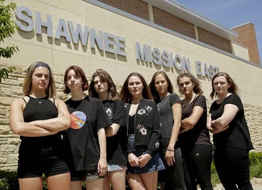 shawnee mission single muslim girls Smnw tennis, shawnee, ks 84 likes shawnee mission northwest cougar tennis.