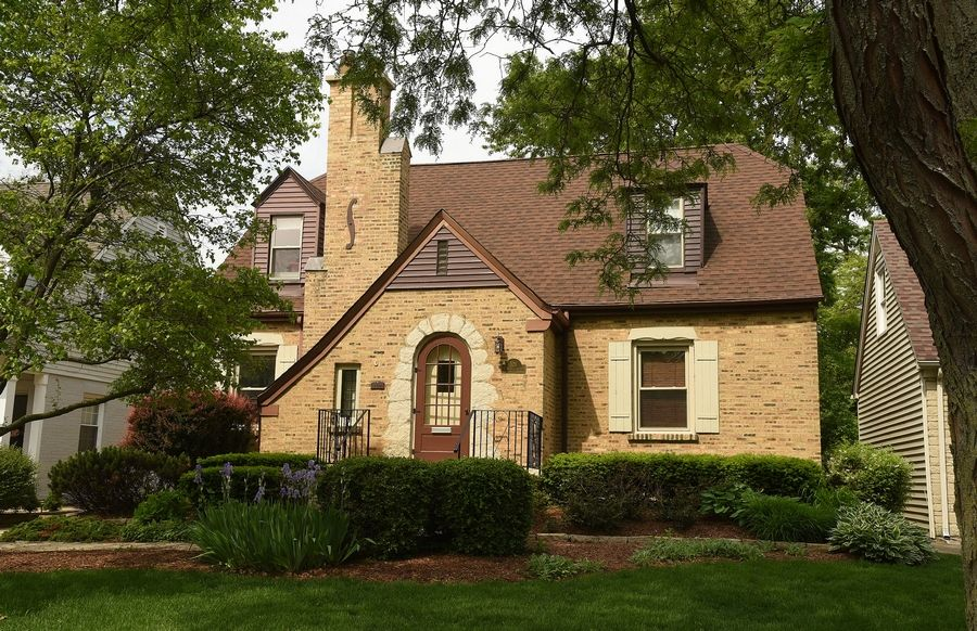 Scarsdale in Arlington Heights offers a mix of Georgians, Colonials, Tudors and a few ranches. This home is on South Belmont Avenue.