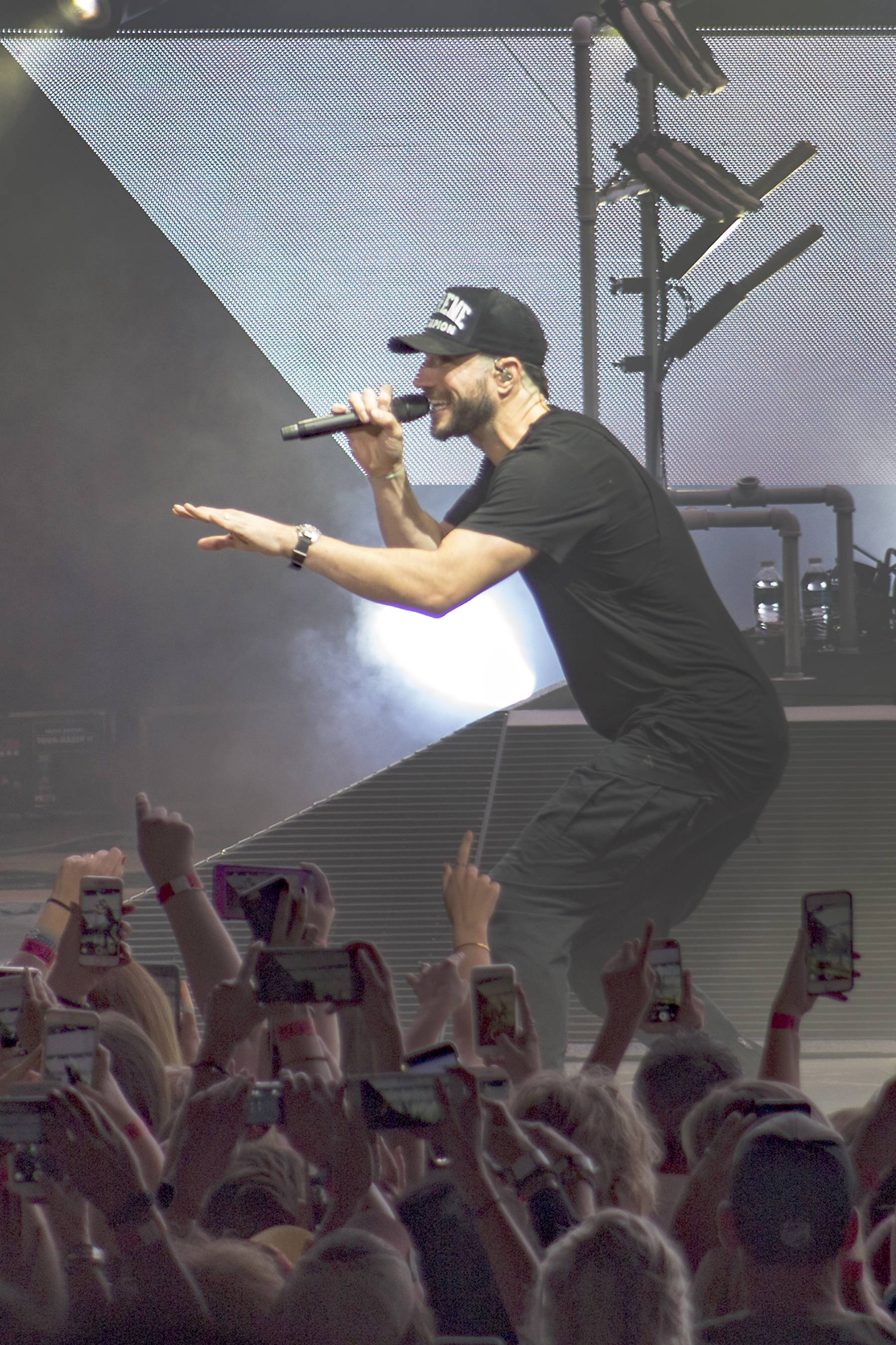 "Sam Hunt kicked off his ""15 in a 30 Tour"" in Ohio. He plays Tinley Park's Hollywood Casino Amphitheatre on July 8."