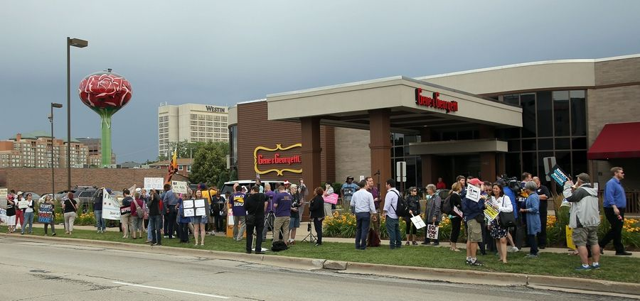 Protesters picket Monday as Illinois GOP leaders show up at Gene & Georgetti steakhouse in Rosemont for a fundraiser.